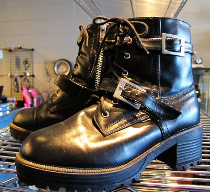 00027 – miniscule pLeather boots