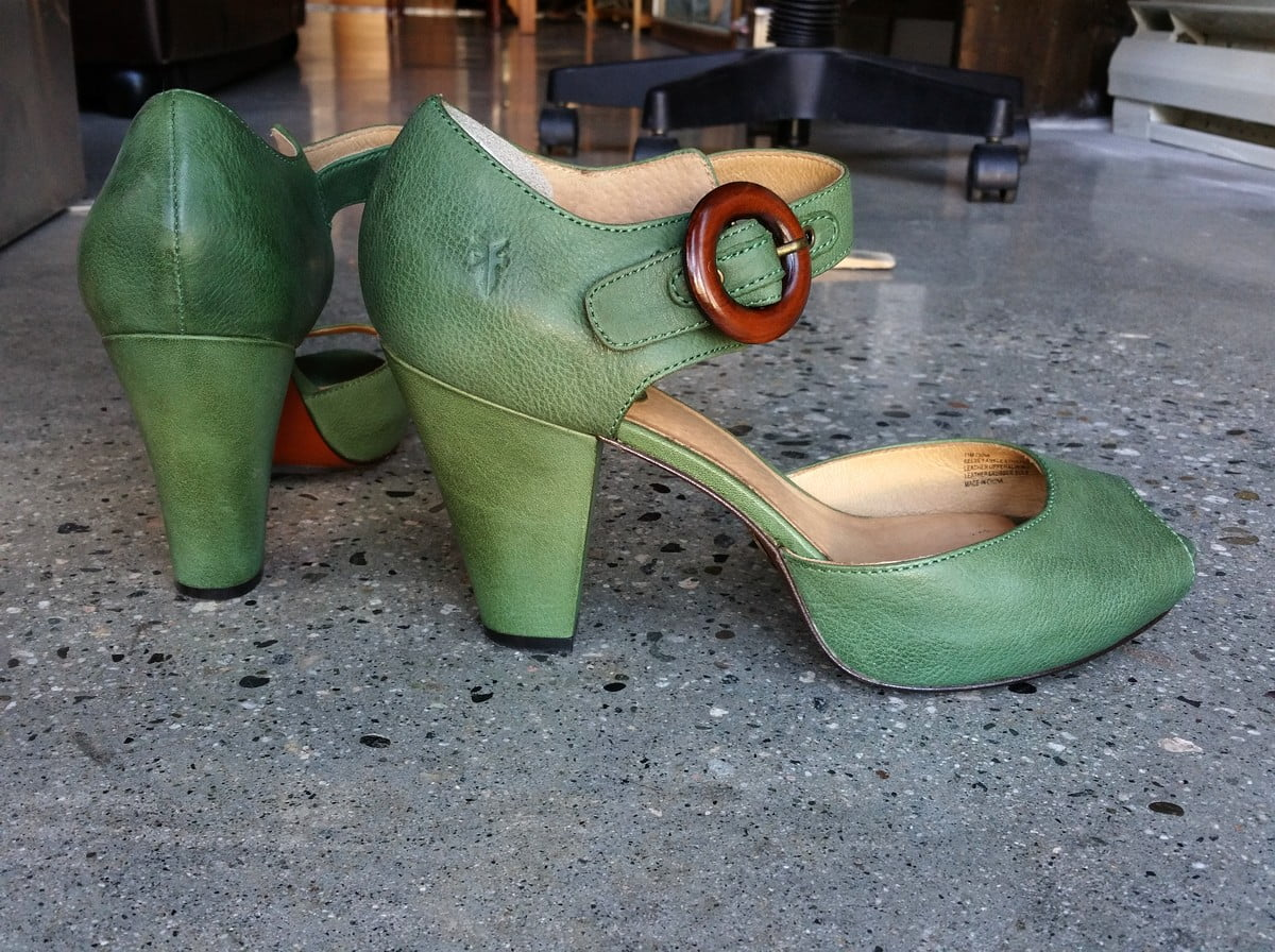 "Frye ""Heidi"" D'orsay-style pump"