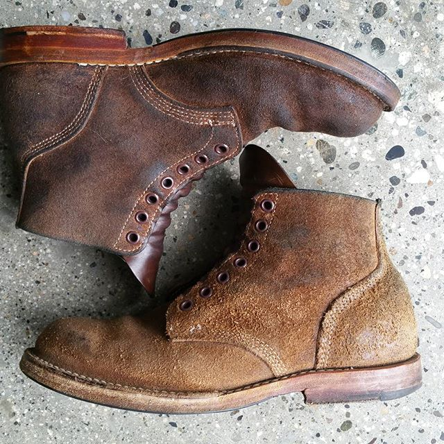 A pair of nicely worn #viberg #boondocker #service #boots. One has just been conditioned with Huberd's oil. Amazing colour change! #rerides @vibergboot