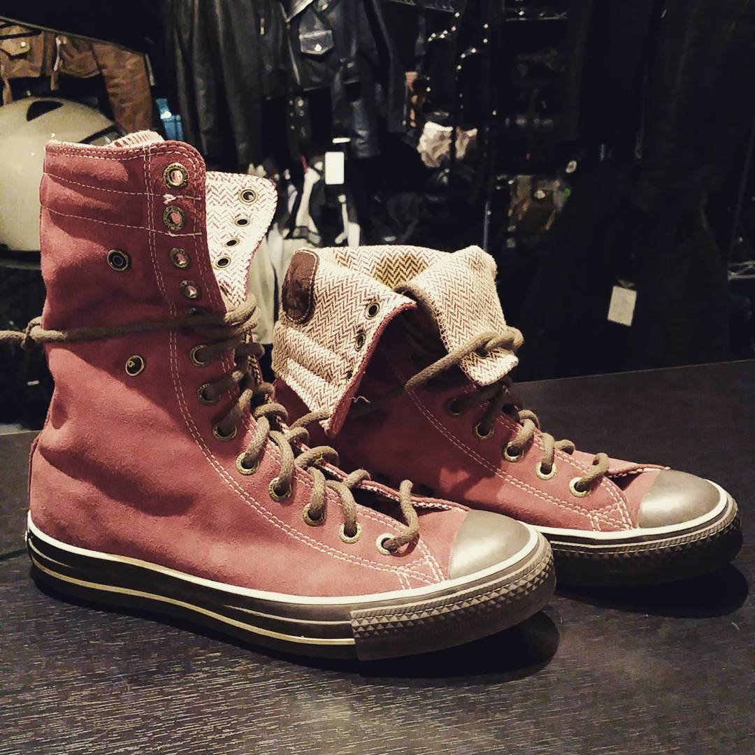 Converse All Stars. Euro size 38. Stand up or snap fold. I could not get the suede colour to reproduce in the photo so here's a metaphorical thousand words: a cross between brick and burgundy : a fully-saturated rich deep, deep rose colour. Not red, not orange. $55CAD. Sweet! #rerides