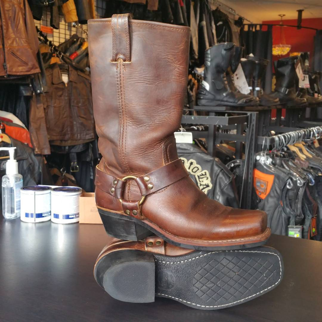 One rather sweet pair of brown  #frye #fryeboots 11R square toe harness boots in 8.5 women's, 7 men's, 39 euro size. #rerides