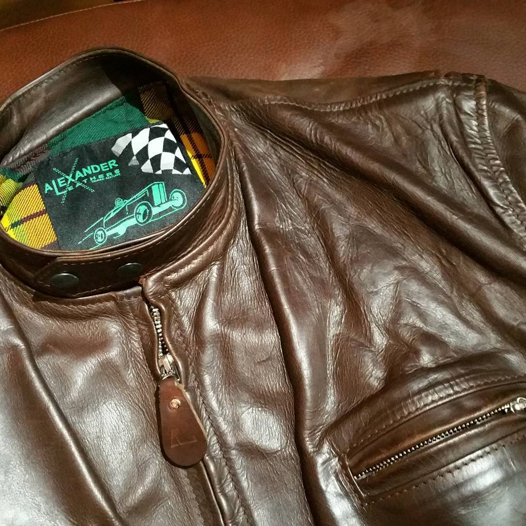 Whiskey-coloured handmade #alexanderleathers #horween leather steerhide jacket. This may just be the nicest jacket I've seen. Size 44-45 #rerides