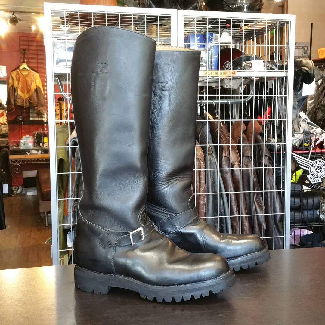 Vintage Vancouver police patrol boots. Hand made locally by Rino. Approx size 42.5, or men's 9.5. Skywalker lug sole. Nice. #rerides