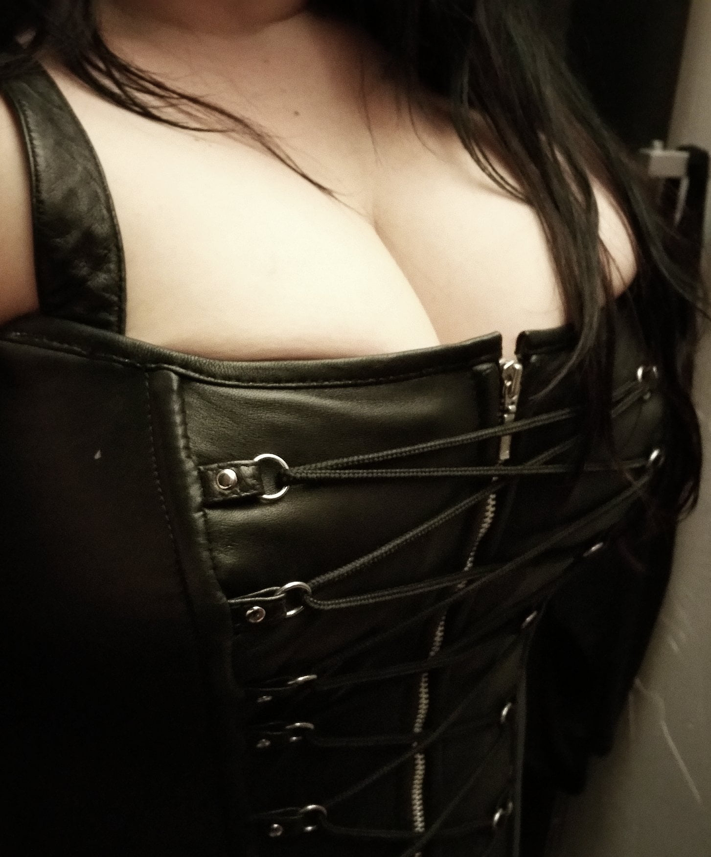 plus-size-leather-corsets-at-east-side-re-rides-01