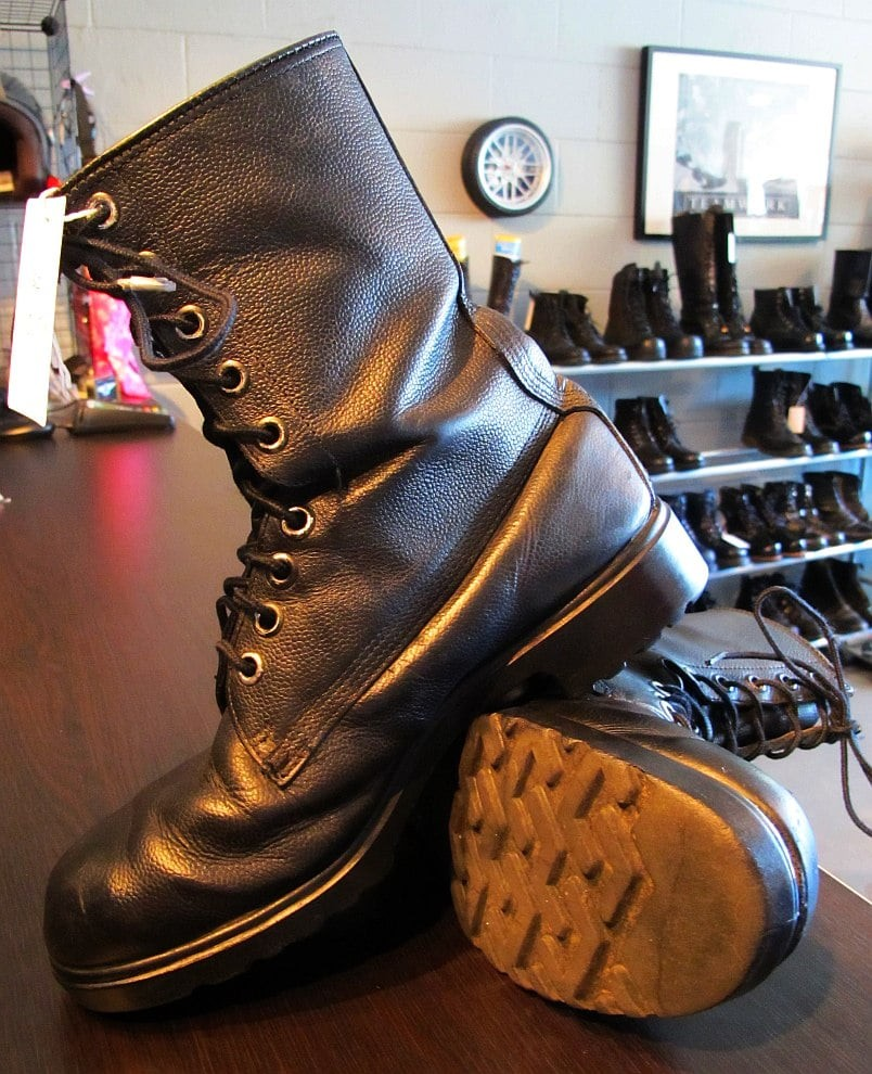 01829 Army Boots for your Legs